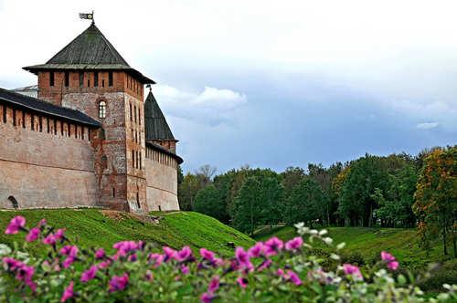 Novgorod's Kremlin - photo by Dennis Jarvis / flickr.com/photos/archer10/4138898248