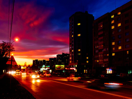 Sunset in Novosibirsk - photo by Mikhail Koninin - flickr.com/photos/mksystem/6240640603/