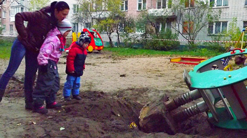 Playground in Tver demolished by a granny / source - ntv.ru/novosti/1551497/