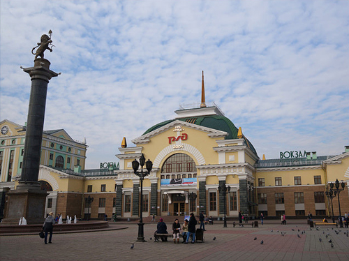 Train Station in Krasnoyarsk - photo by Christian Lagat - flickr.com/photos/christlagat75fr/16076162756