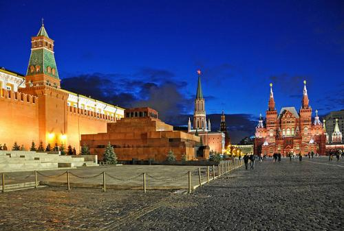 Red Square and Mausoleum - photo by Dennis Jarvis/ flickr.com/photos/archer10/4144501362