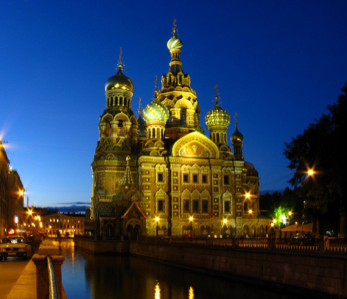 Savior on the Spilled Blood Church at night in St. Petersburg - photo by thisisbossi / flickr.com/photos/thisisbossi/3917436383