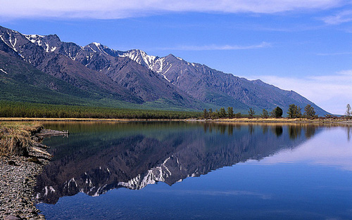 Sayan mountains and lake Baikal - photo by miquitos / flickr.com/photos/12333120@N00/3679966316