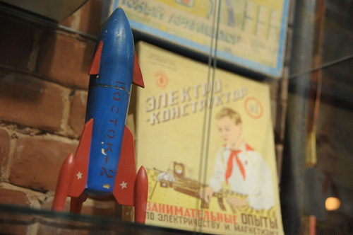 Penholder in a form of a rocket in - Soviet Lifestyle Museum, Kazan - photo from muzeisb.ru