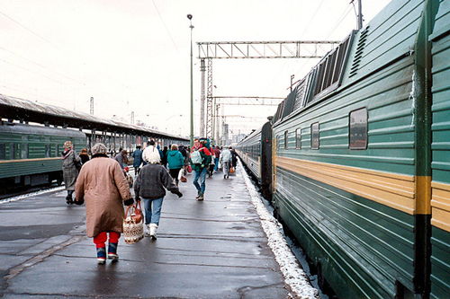 Train arrives to Yaroslavl - photo by Jim Linwood/ flickr.com/photos/brighton/4064829428/