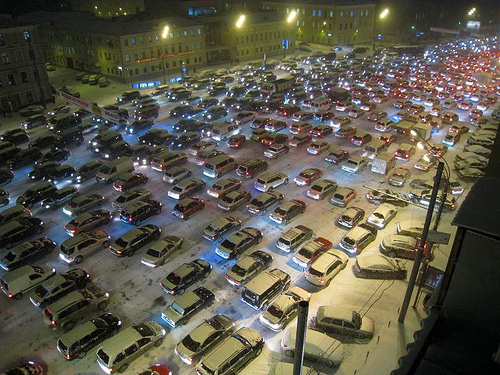 Traffic in Moscow during 2009 Snowfall / photo by Leszek_Golubinsky@FlickR