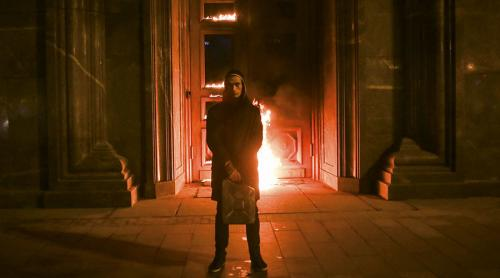 Petr Pavlensky sets the Russian security service KGB door on fire