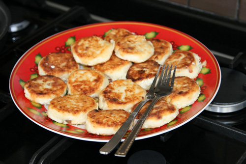 Syrniki - Russian cheese pancakes
