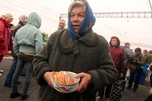 A woman selling Pirozhki at the Trans-Siberian - photo by Paul Schoen - www.paulschoen.com